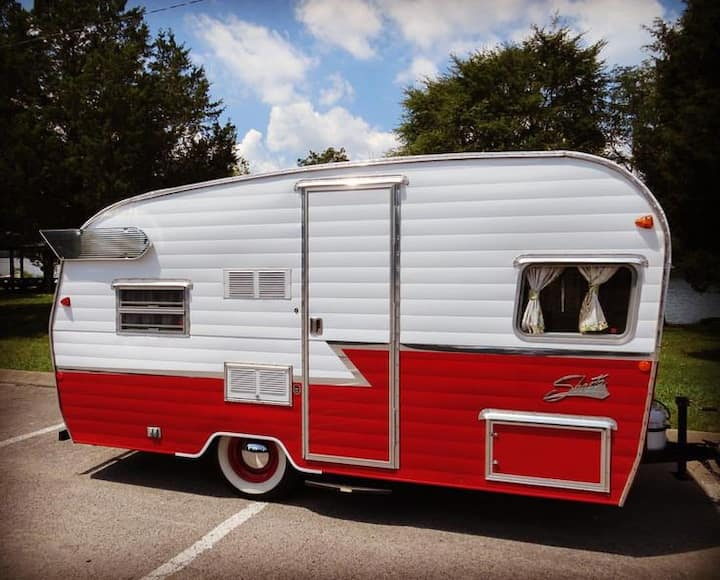 The Flying Ham Camper Rentals- 16ft red ham