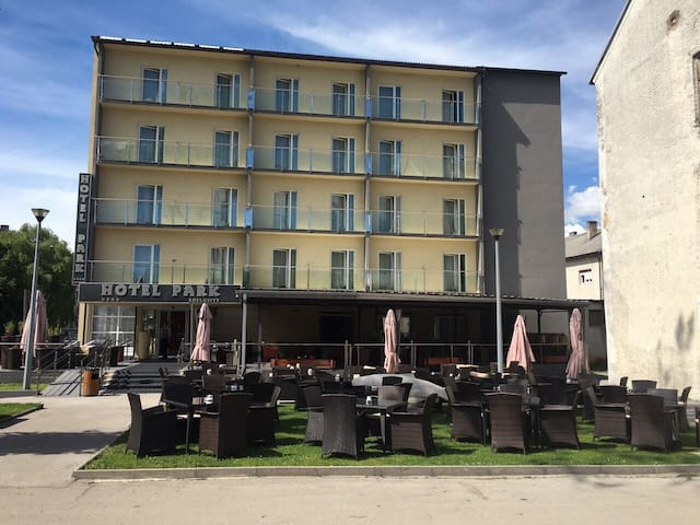 Hotel Park Exclusive - Otočac - Bed & Breakfast