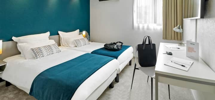 Spacious twin room in Toulouse