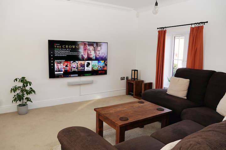 Modern, 2 bed flat close to Stowe & Silverstone