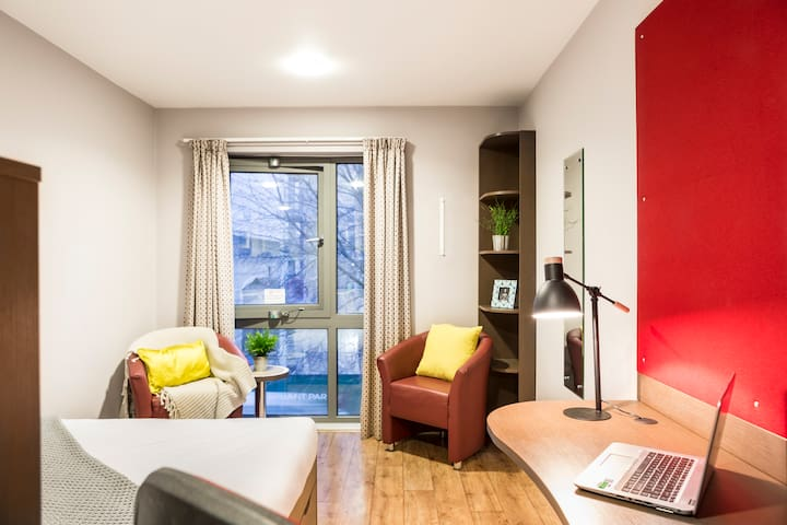 Studio Room in Elephant & Castle, London