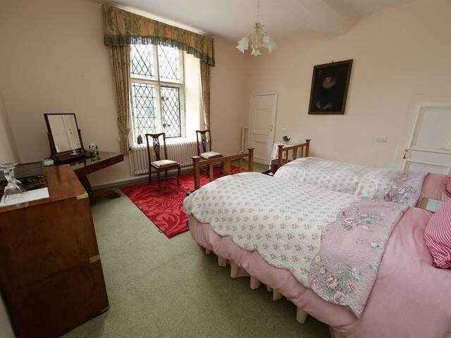 twin room towards window