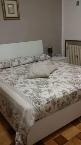 stanza privata con balcone - Soliera - House