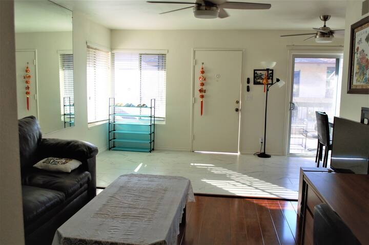 LOS ANGELES, HTS, WHOLE HOUSE CONDO 3 BEDROOM