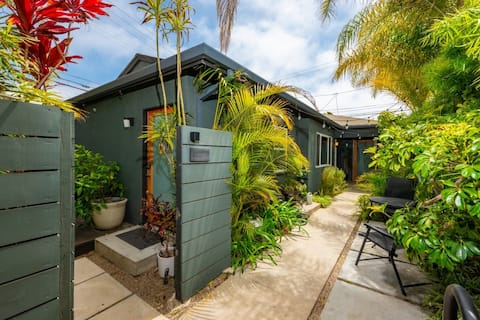 Bright Venice Beach Bungalow  2 Bathrooms & Garden