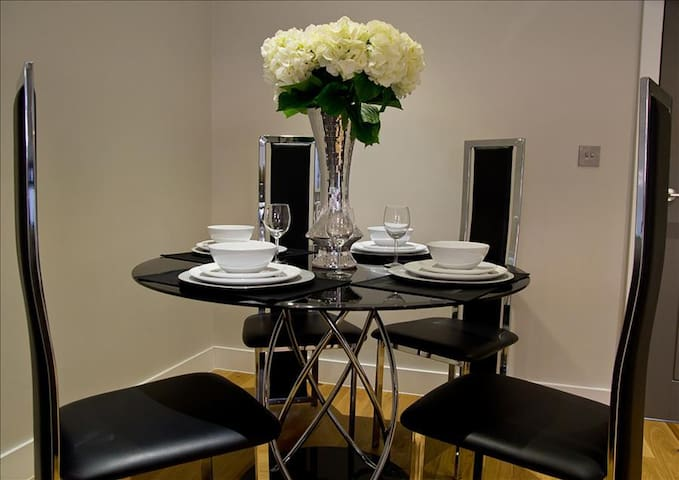 Icon Crownleigh Apartment - Brentwood - Apartment