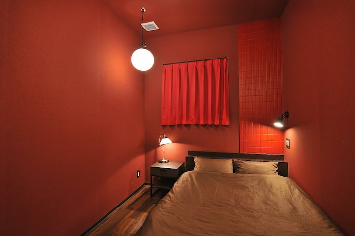 JR NAMBA STA. 3min WALK! PRIVATE W-BED/2ppl/DP