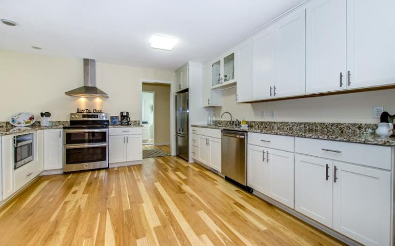 All New Open Concept Kitchen Fully Equipped