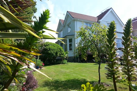 Rooms(4people) set in beautiful townhouse & garden - Falmouth