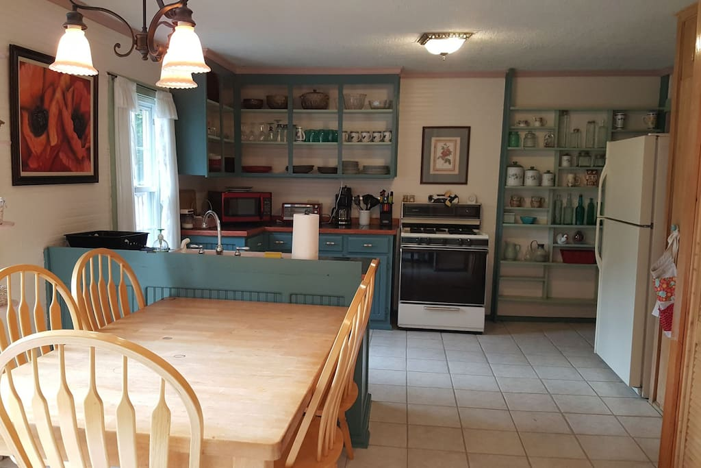 Big country kitchen with dining area