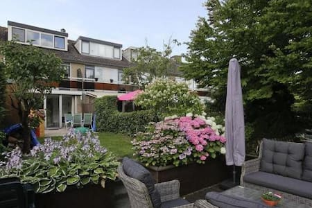 Peaceful room  & Close to Rotterdam - Capelle aan Den IJssel - Haus
