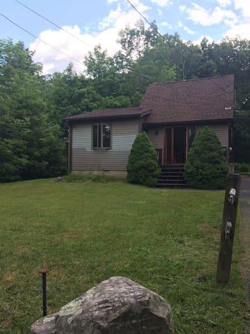 Cozy Catskills Cottage