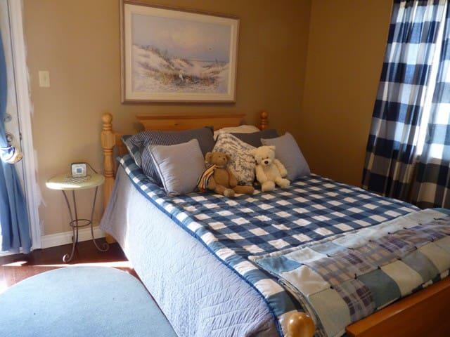 Bedroom 2 upstairs- queen