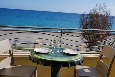 Beachfront Apartment & Terasa - Jewel of the Sea