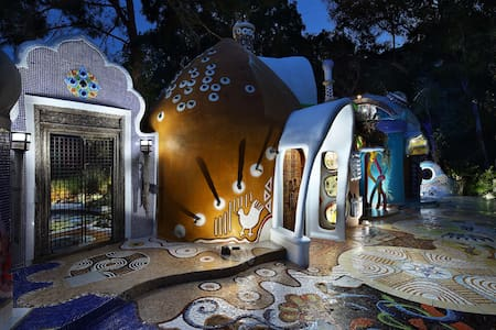 Euphoria Art Land - The Earth House