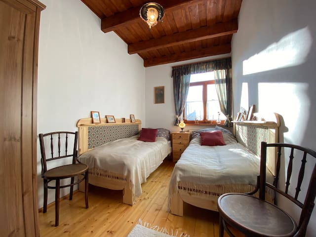 Az első hálószoba két külön ággyal