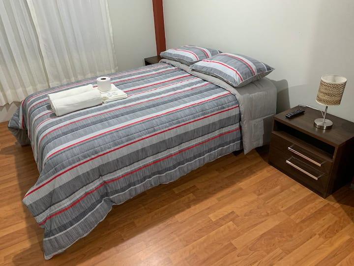 Habitación confortable con todos los servicios