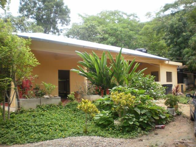 Arriendo de habitaciones en casa finca Tocaima