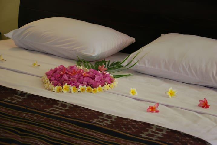 TRI JAYA GUEST HOUSE ROOM1