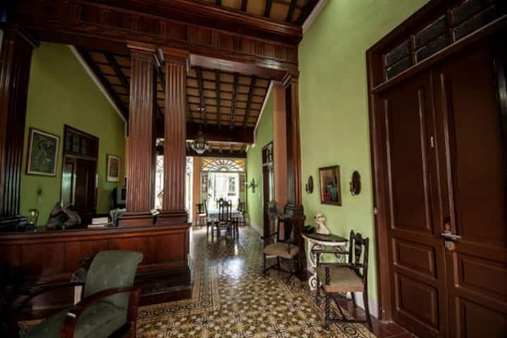 Casa Colonial 1893  (Habitación #8)