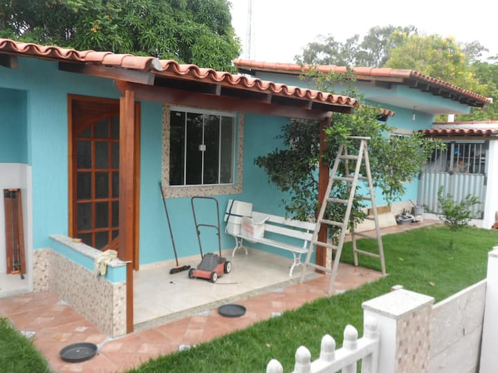 Confortável casa plana na praia do Peró