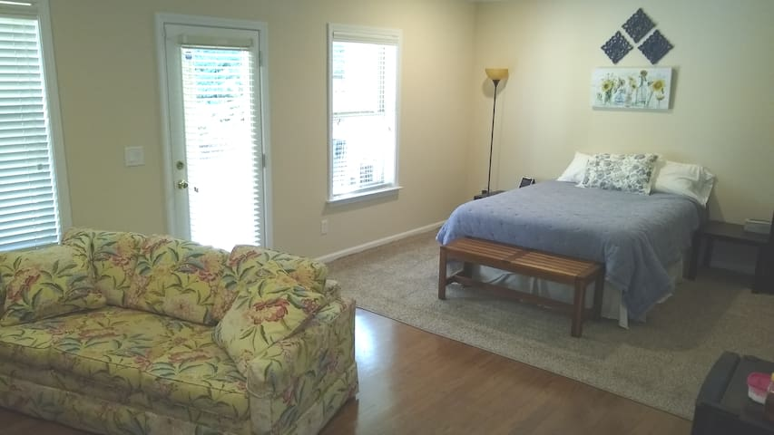 N. Fulton/Roswell Private Suite & Garage (2 Beds)