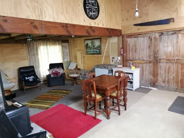 Unique off the Grid Barn Stay