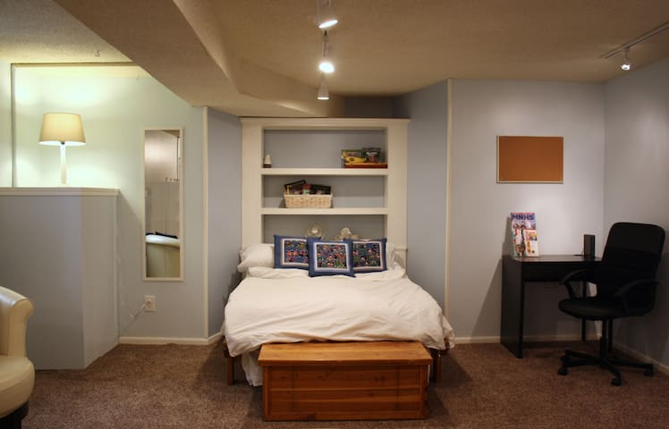 Garden Studio Apartment close to Convention Center - Minneapolis - Apartment