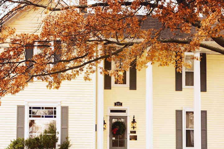 You're next vacation is calling at the Historic Browning Inn!