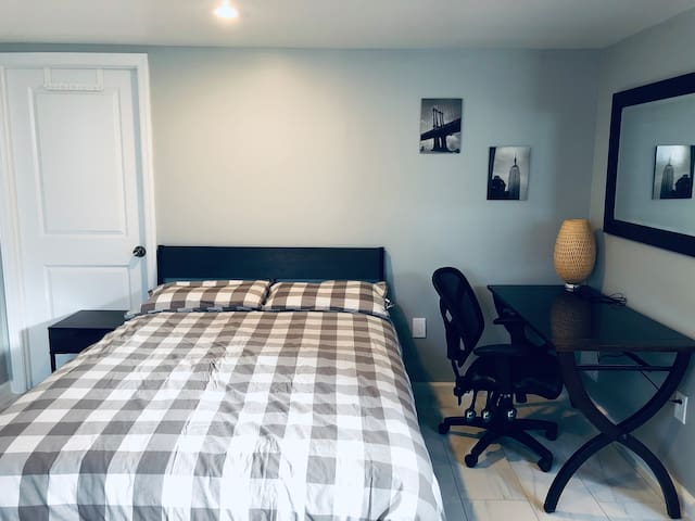 (B) Great value & clean apartment in New York