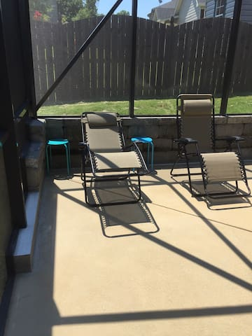 Party by the Pool - Fort Mitchell - Hus