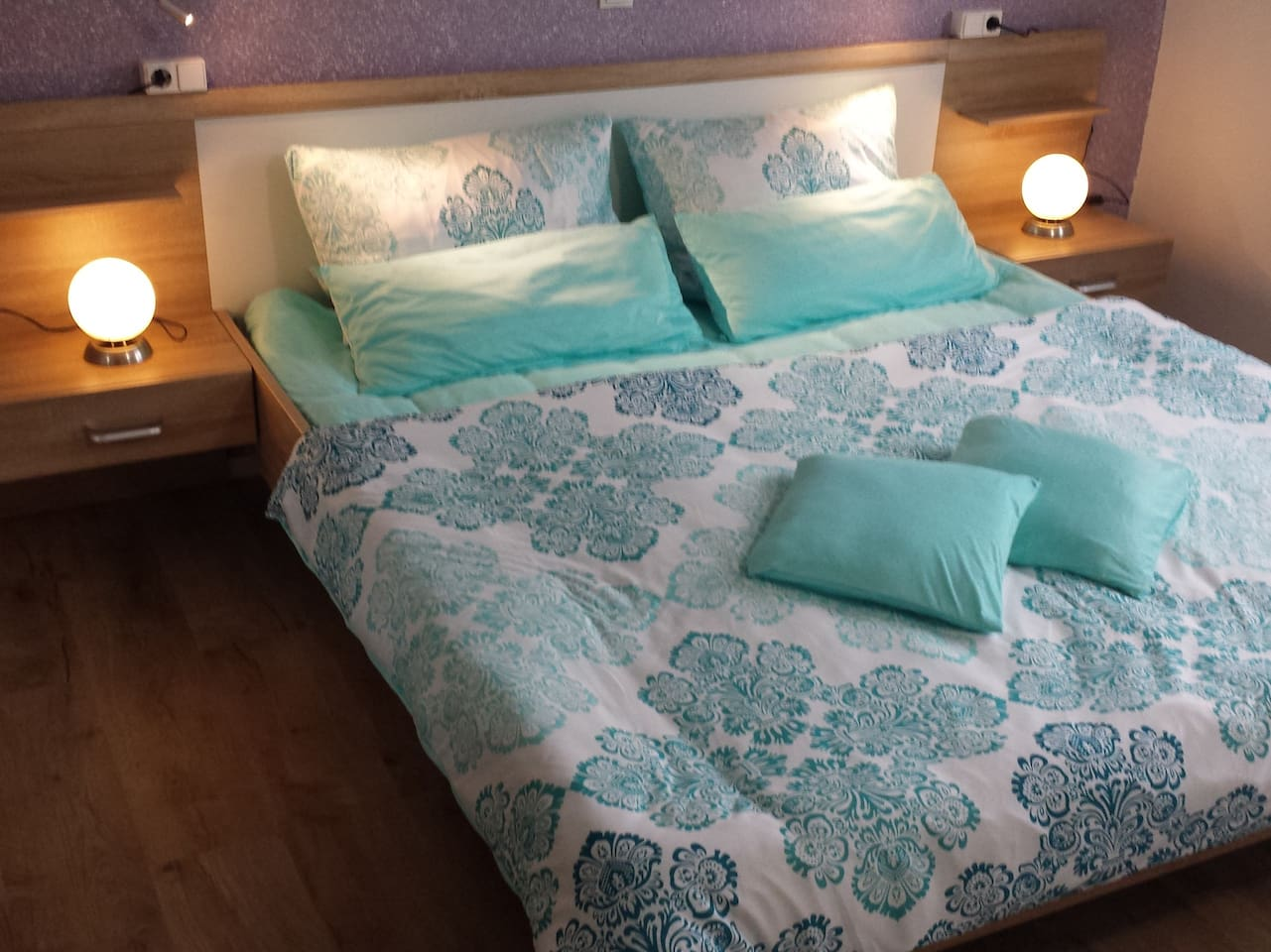 Schlafzimmer mit Komfortbettwäsche 155X220 cm
