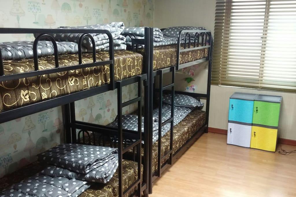 도미트리 구조이며 8인실과 4인실 입니다