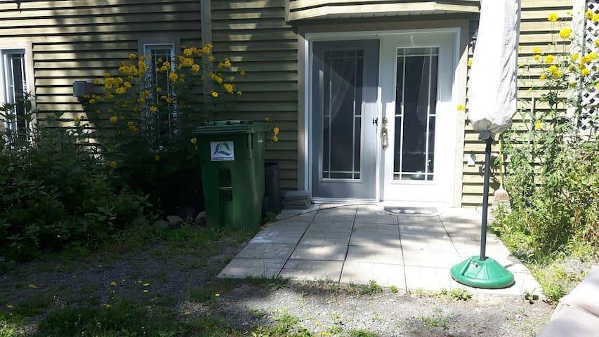 Cozy bachelor in Ste Anne des Lacs... - Sainte-Anne-des-Lacs - Apartamento
