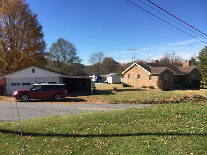 Rooster's Rest, single family home, Blountville TN