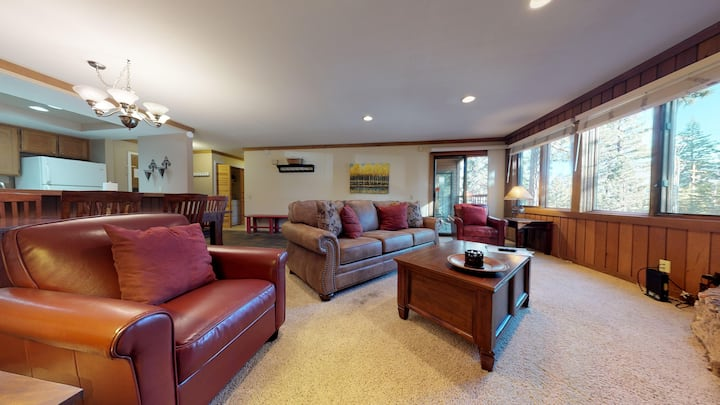 Mountainback #35-Pet friendly updated condo close to Canyon Lodge & Village