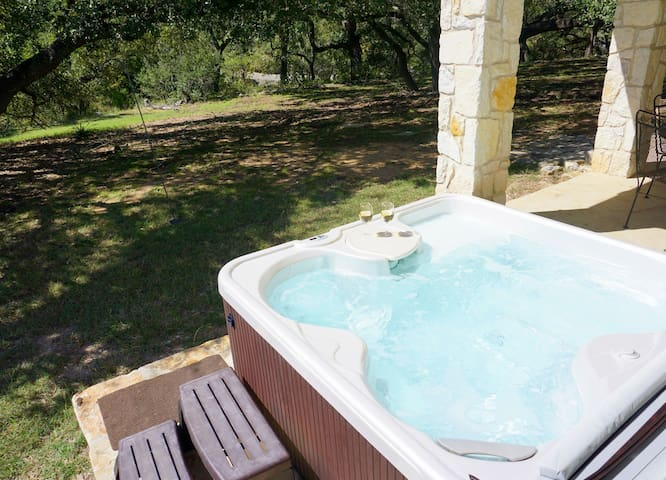 Artista. Beautiful 2/2 on Smith Creek in Wimberley