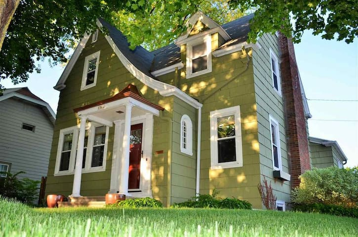Historic Comfortable Furnished Home near EAA