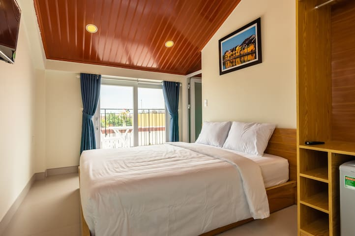 Loft DBL Room with City View - D Central Homestay