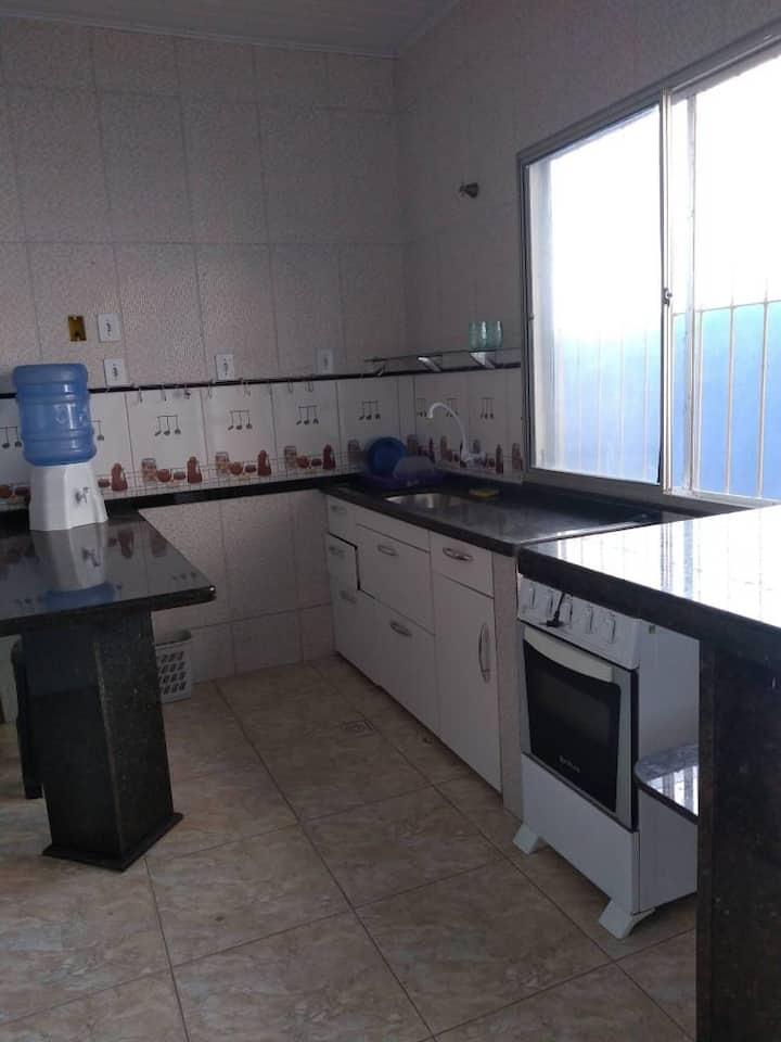 Apartamento individual, ótima localização. Apto 03