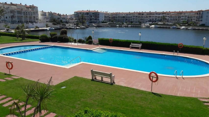 Comfortable apartment overlooking Maurici Lake. - Empuriabrava - Appartement