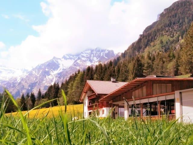 """Urlaub am Fluenerhof Ferienwohnung """"FICHTE"""""""