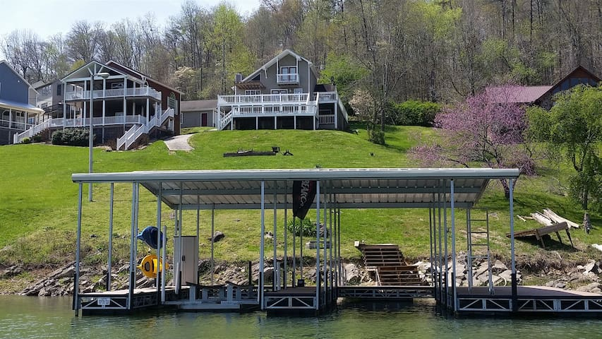 Cove Point Getaway-Norris Lake Cabin Rental w/Dock Near Bubba Brews/Beach Island Marina