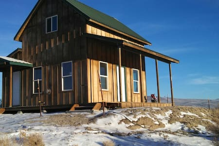 Quiet, secluded cabin in Summer Lake