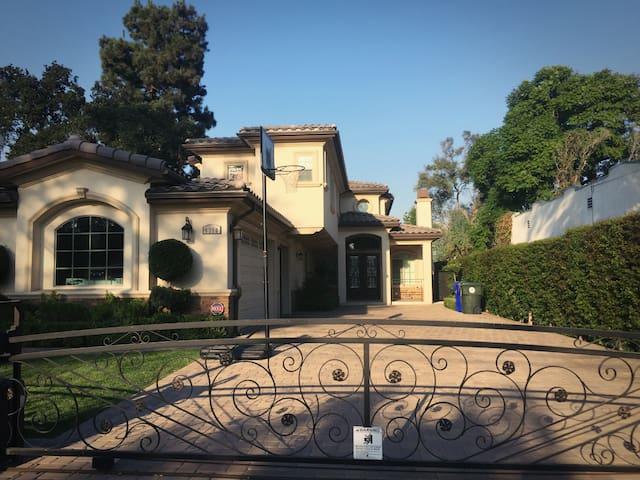 圣盖博市豪华别墅,舒适干净的独立套房2分租,欢迎旅游商务人士入住 - San Gabriel - Casa