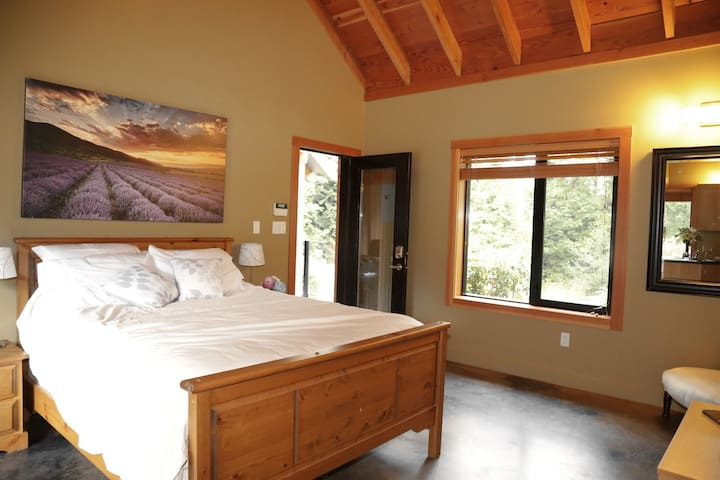 Executive detached Suite in Paradise - Saanichton - Hus
