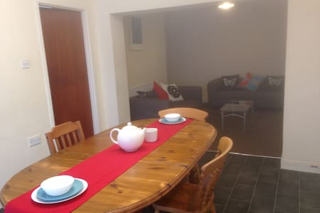 4 Lovely Furnished Rooms in a House in Horfield - Bristol - Casa