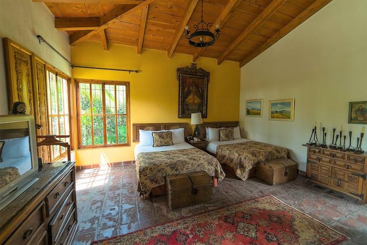 Casa Mamalba - Luxurious Double Suite w/SERVICE!