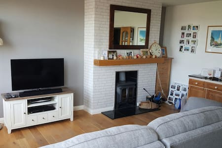 Lovely Family Home Close to Beach! - St helier
