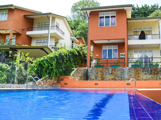 Kandy Villa with Private Pool and Cook